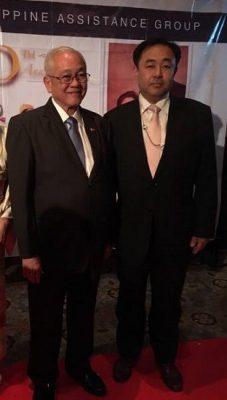 駐日フィリピン大使ホセ・C・ラウレル閣下と鈴木信行