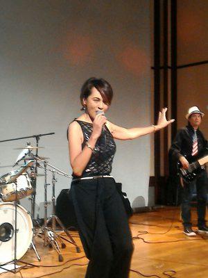 ジャズシンガーのマリーンが2曲披露してくれた。