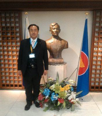 フィリピン大使館にて