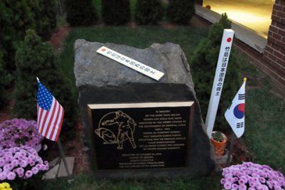 米国ニュージャージー州パリセイズパーク市にある「日本軍によって拉致された二十万人以上の性奴隷碑」と「竹島の碑」