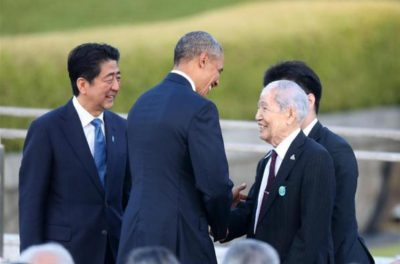 オバマ大統領が被爆者と会い森重昭さんを抱擁した。
